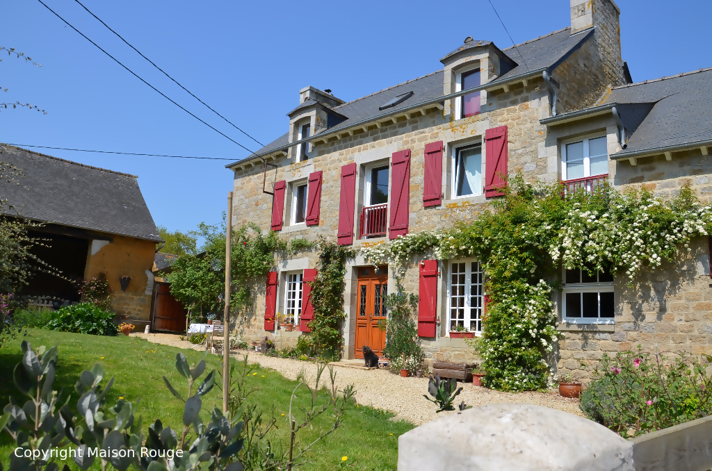 Immobilier saint juvat maison rouge for Maison a chat