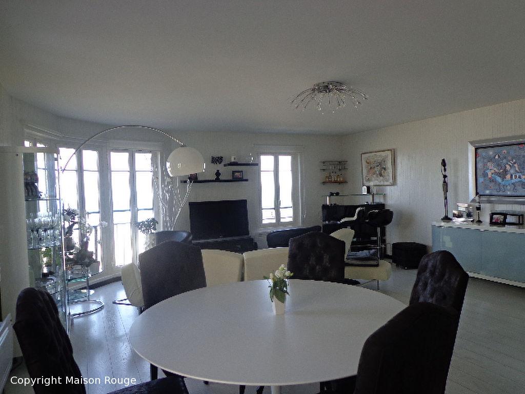 a vendre appartement saint malo m 890 800 agence de la maison. Black Bedroom Furniture Sets. Home Design Ideas
