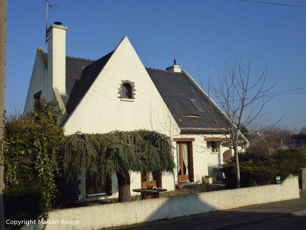 Immobilier dol de bretagne maison rouge for Maison atypique bretagne