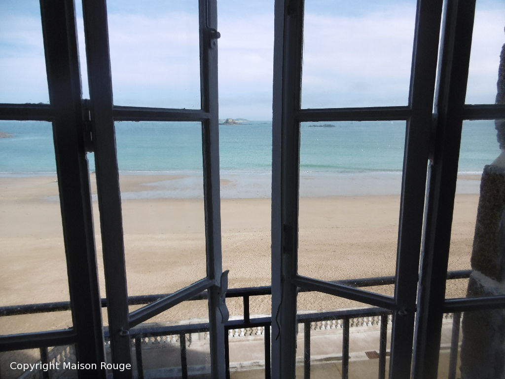 DINARD - Apartment with direct access to the beach Exceptional sea views